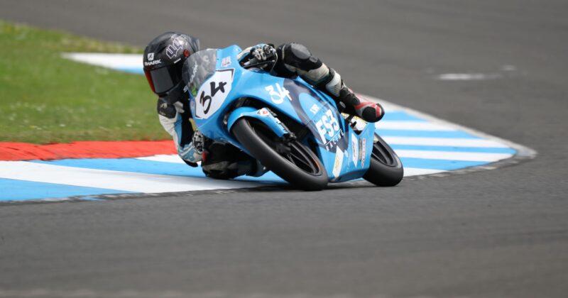 Wilson racing close to a podium finish at Knockhill